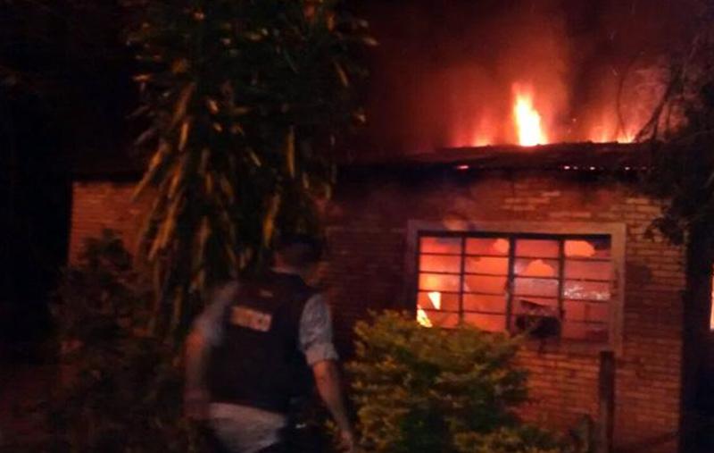 Equipe de Força Tática de Jardim/MS, resgata idosa de residência em chamas