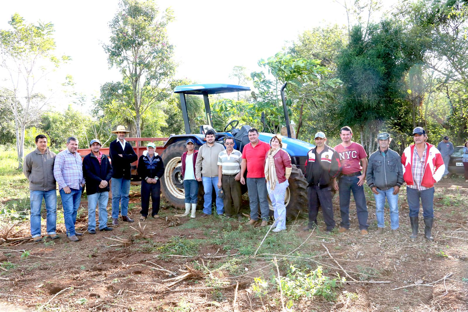 Waldes entrega patrulha agrícola aos produtores