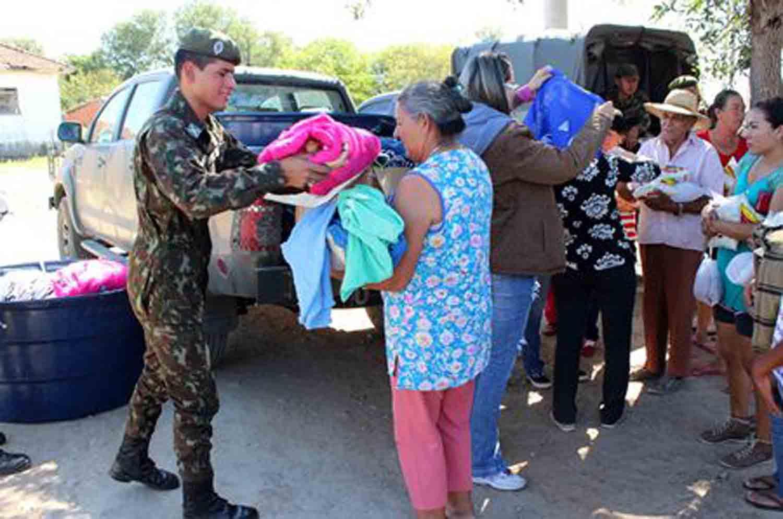 Parceira entre Sentinela do pantanal e Prefeitura resulta em beneficio ao povo carente com agasalho e cobertores