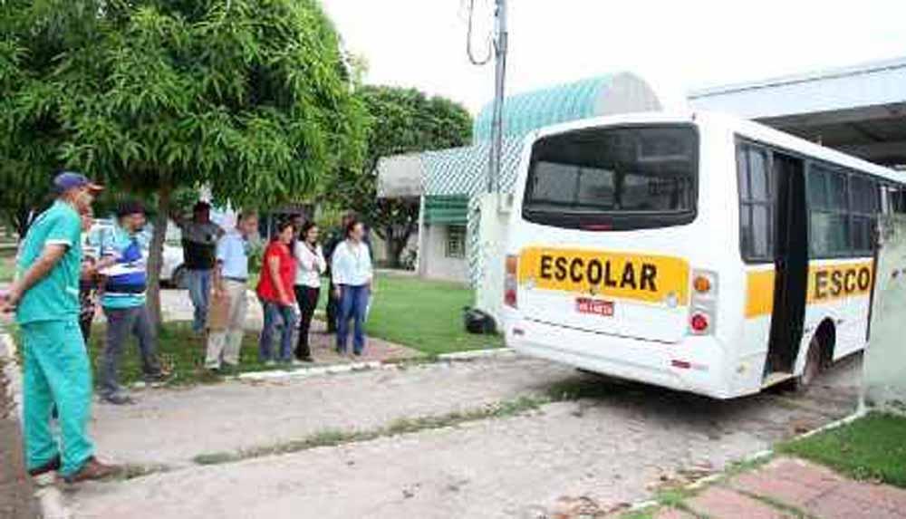 Em Porto Murtinho, alunos perdem aulas porque ônibus escolar está sem pneus