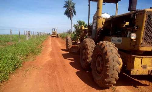 Prefeitura em parceria com Governo do Estado recupera estradas vicinais no Distrito Alto Caracol