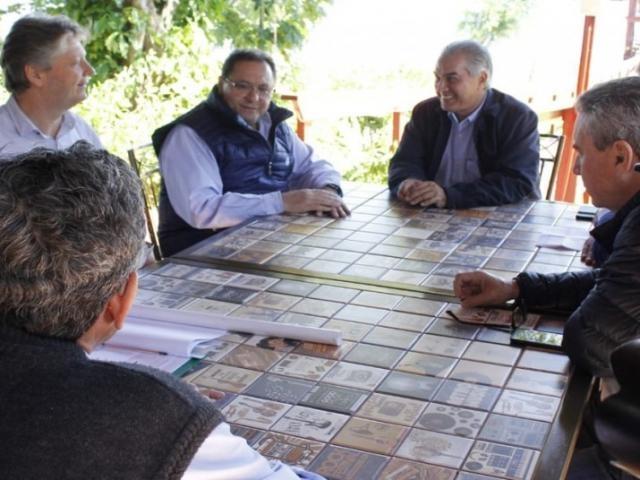 Reinaldo vai a Brasília para garantir acesso a ponte sobre o Rio Paraguai