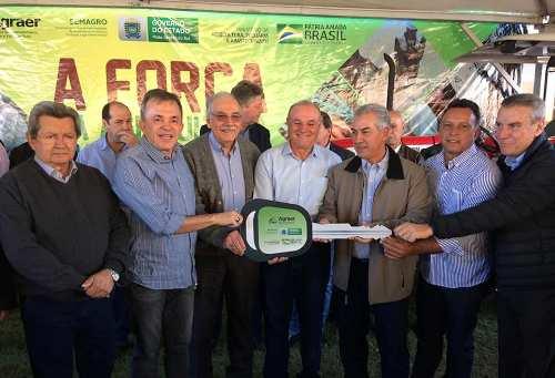 Prefeitura de Caracol recebe equipamentos para agricultura familiar