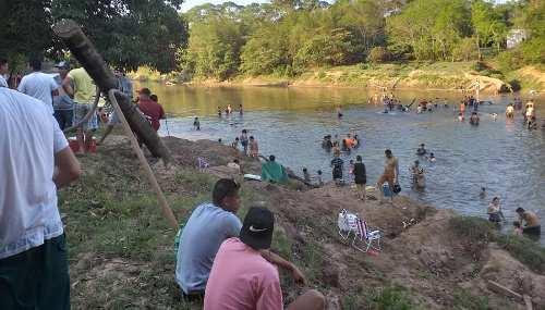 Vereador Xetinho pede parceria para limpeza da Praia do Pompilio
