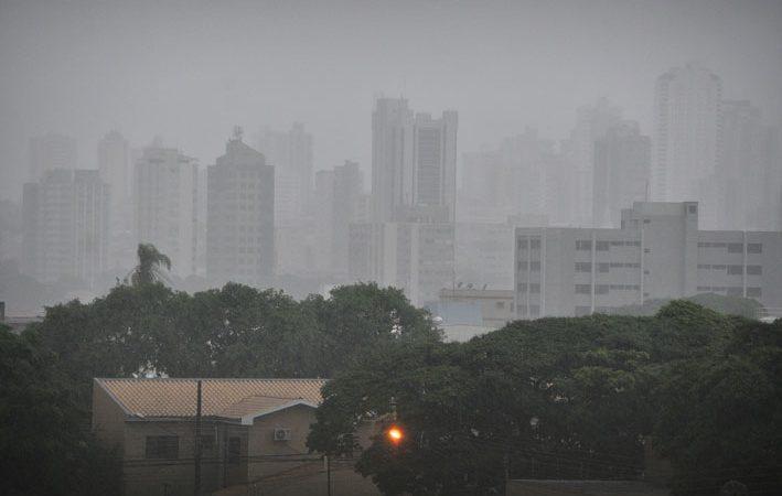 Chuva forte anuncia chegada de frente fria a Mato Grosso do Sul