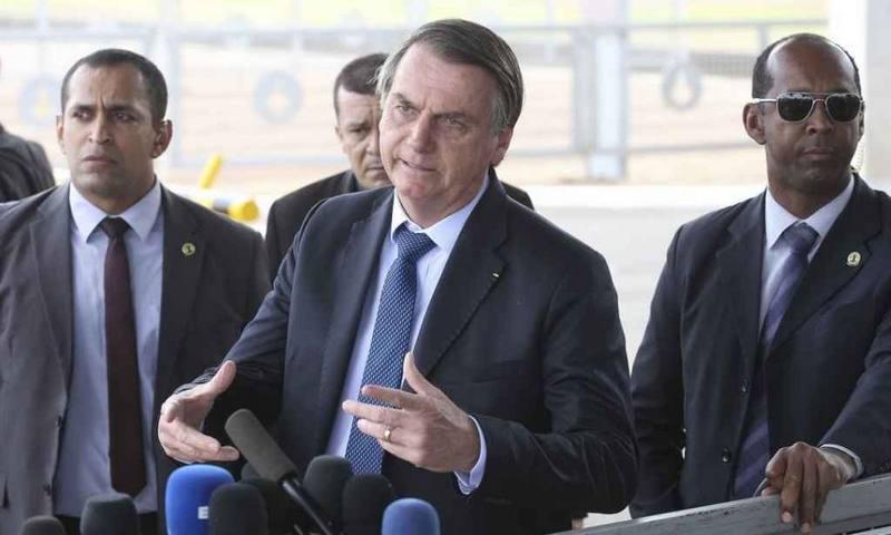 Bolsonaro diz que isolamento vertical pode ser decretado nesta quarta-feira (25) após conversa com Mandetta
