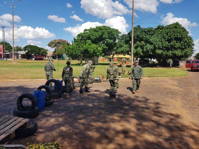 Paraguai reforça fechamento da fronteira com arame farpado