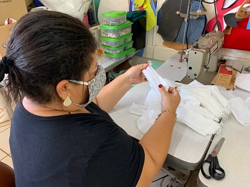 Vereadora Fabrizia Tinoco pede que prefeitura compre máscaras de empresas locais, costureiras e autônomos