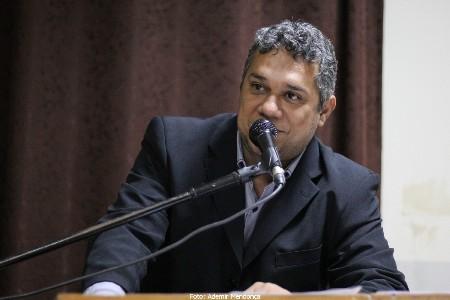 Vereador Marquinhos Lino pede patrolamento na Rua Transita dos Santos