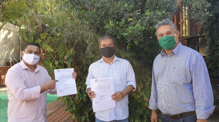 Em audiência com senador Nelsinho Trad, vereadores Xetinho Takeshi e Marquinhos Lino solicitam 2 milhões de reais para asfalto no Primavera e Costa e Silva