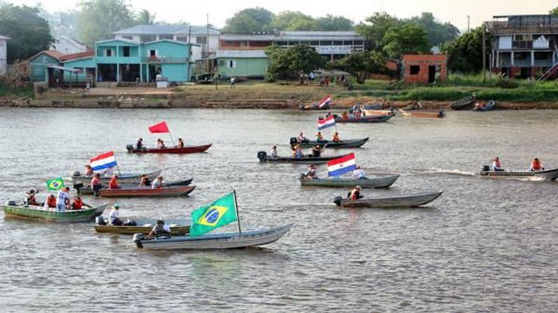 Manifestação de pescadores contra o 'cota zero' bloqueia Rio Paraguai em Porto Murtinho
