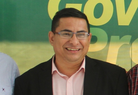 Vereador Xetinho reivindica colocação de tendas em frente ao Banco Bradesco e Brasil
