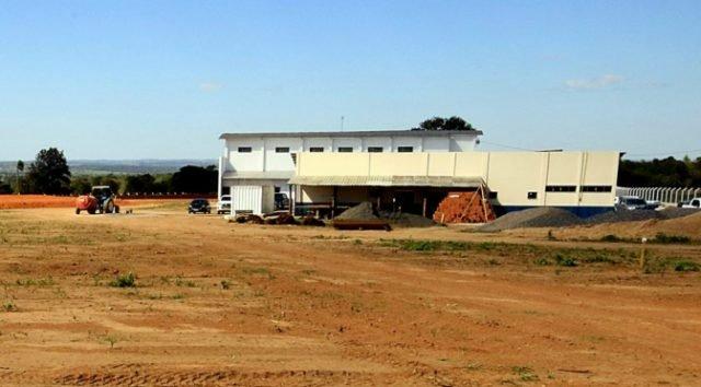 Investimento de R$ 21 milhões em frigorífico deve gerar 500 empregos na fronteira com o Paraguai