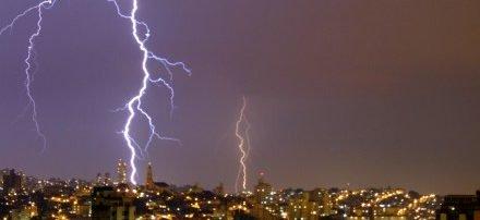 'Ciclone Bomba' no sul provoca 'tempestade elétrica' com 729 raios em 4h em MS