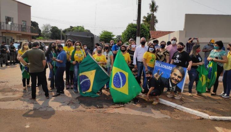 Sul-mato-grossenses viajam até Nioaque para acompanhar Bolsonaro