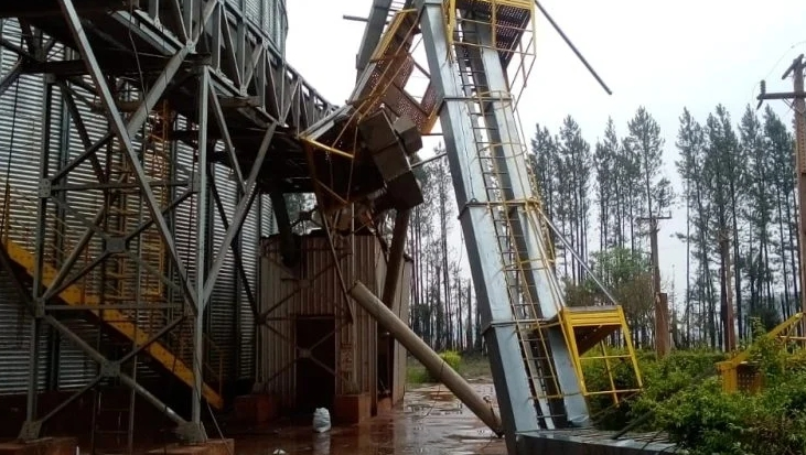 Temporal com granizo e rajadas de ventos deixa rastro de destruição em MS
