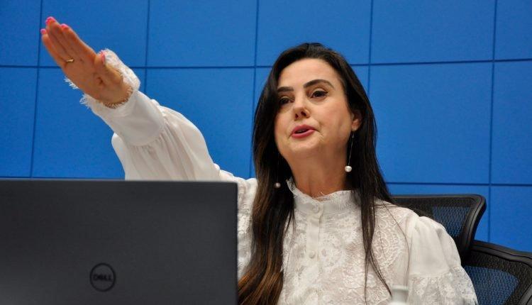 Emoção e homenagem marcam posse de Mara Caseiro como deputada estadual
