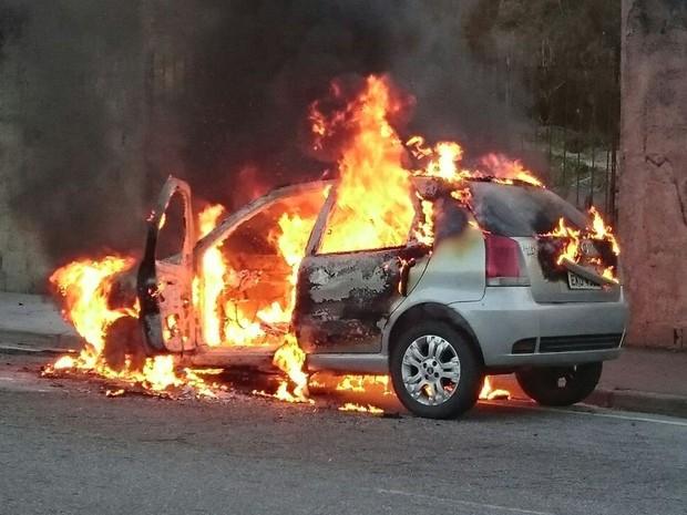 Em Jardim, homem é preso por incendiar carro por dívida de R$ 50 reais