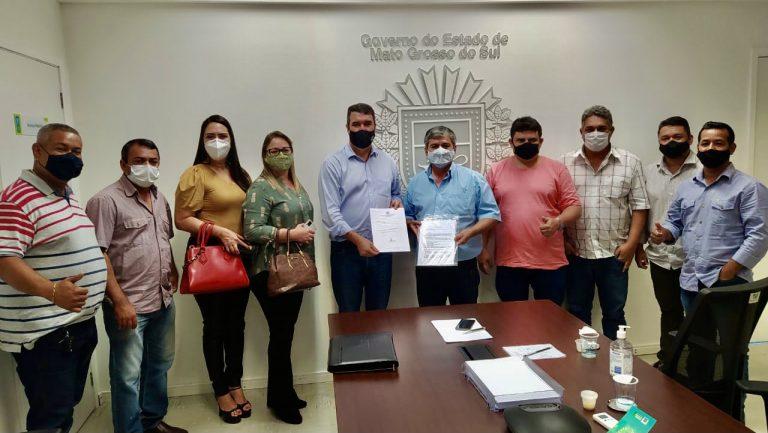 Prefeito e vereadores de Bela Vista entregam reivindicações ao secretário de governo Eduardo Ridel