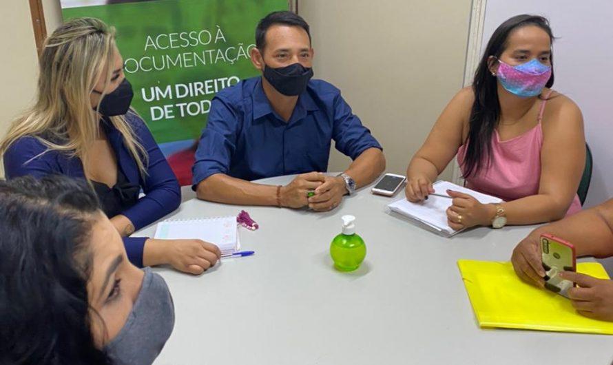 ORALDINO VISITA SECRETARIA ESTADUAL EM BUSCA DE REGULARIZAR DOCUMENTOS DE ÍNDIGENAS