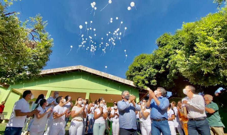 Emocionados, profissionais do Hospital São Vicente de Paula realizam homenagem ao médico Dr. Ari Prieto