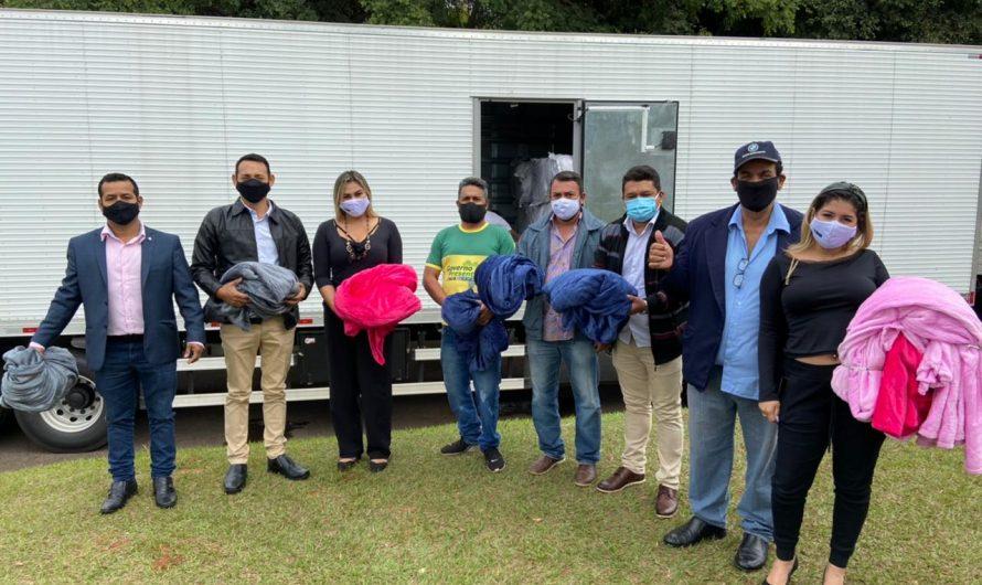 """Vereadores de Bela Vista participam da entrega de 1 mil cobertores da """"Campanha Aqueça Uma Vida"""""""