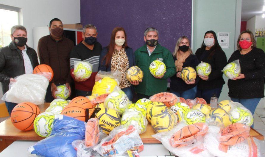 TRT/MS doa materiais esportivos para dez escolas do interior, incluindo Bela Vista