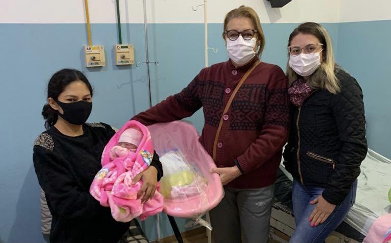 Em parceria com o Rotary Club, hospital São Vicente de Paula entrega Kit Bebê para gestante