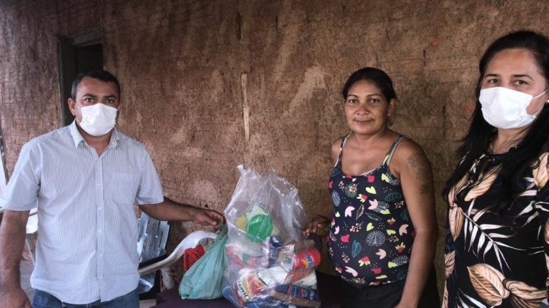 Secretaria Municipal de Saúde inicia campanha social e faz entrega de cestas básicas e cobertores para famílias de Bela Vista