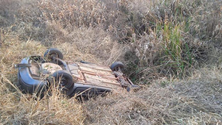 Seis ocupavam carro que capotou e matou 3 em rodovia; entre eles sobrinha de cantor e filho de secretário