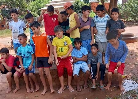 Bela Vista – Futebol faz alegria de jovens da Vila Igreja de Pedra e Cherogami